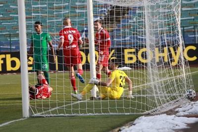 """Шопов току-що е пратил топката в мрежата на """"Берое"""". Снимки Румяна Тонева"""