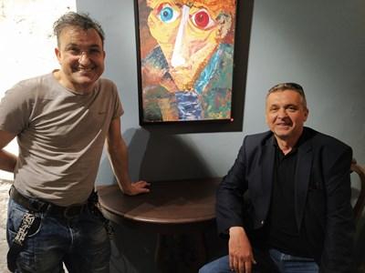 Владимир Дончев и Зуека пред портрета на Ван Гог, който бившият депутат веднага откупи. Снимки: Авторът