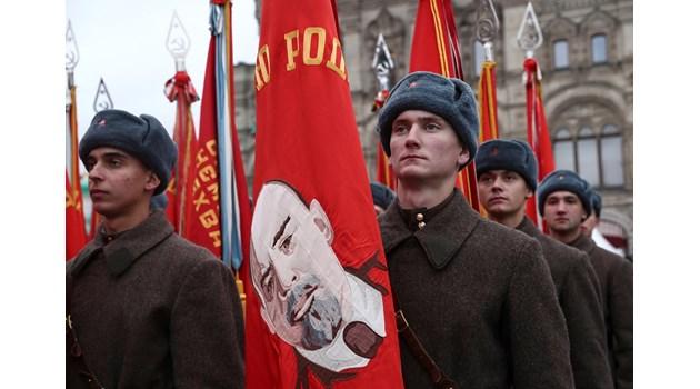 Грандиозен парад в Москва по случай исторически момент от Втората световна (Видео и снимки)