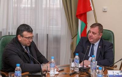 Каракачанов свика извънредно заседание в Министерския съвет с вътрешния министър Младен Маринов и представители на МВР заради напрежението в Габрово СНИМКИ: Правителствена информационна служба