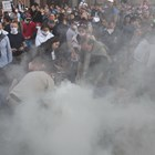 Протестиращи в центъра на София пуснаха димка. Снимка Велислав Николов