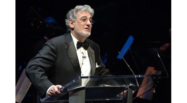Известният оперен певец Пласидо Доминго е обвинен в сексуален тормоз. Девет жени са подали оплаквания, той отрича
