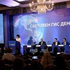 Министър Росен Желязков, Адриано Баптиста от Сателитния център на ЕС и Франциско Нобре - зам.-председател на Европейската асоциация на спешните повиквания, присъстваха на  Световния ден на Географските информационни системи (ГИС).