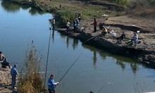 Издирват бракониери, потрошили кола на Агенцията по рибарство край Бургас