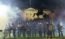 BG полицай ранен в САЩ, Тръмп се крие в бункер от бунта (Обзор)