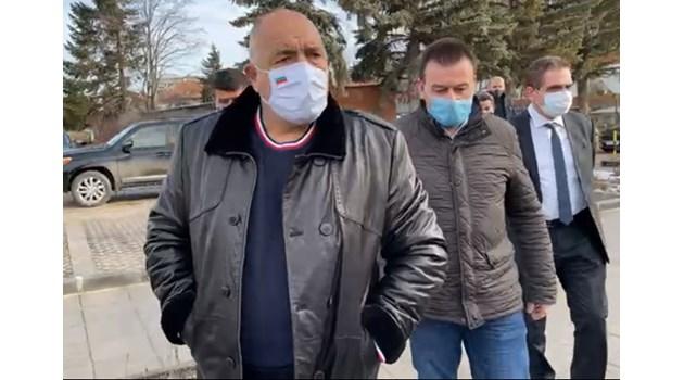 Оглушително е мълчанието на Радев за задържането на Навални