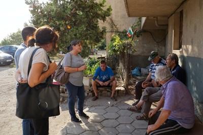 Жители на Ямбол спират по улиците Катя Георгиева, за да й споделят проблемите си.