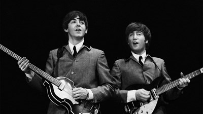 """Пол Маккартни и Джон Ленън на първото турне на """"Бийтълс"""" в САЩ СНИМКА: Omega Auctions"""