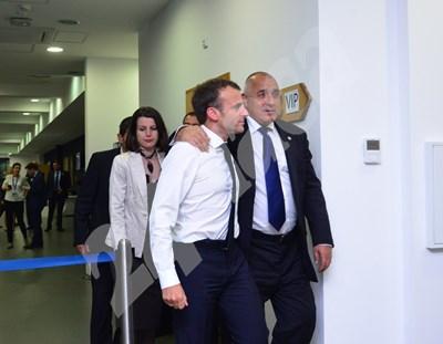 Борисов и Макрон се оттеглят прегърнати за двустранната си среща СНИМКА: 24 часа