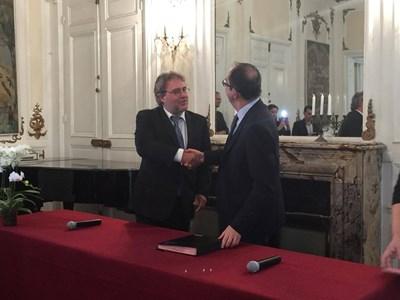 Министър Банов (вляво) с директора на Лувъра