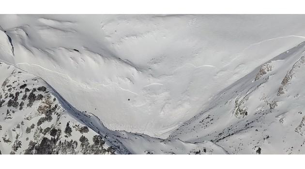 Лавина след лавина в Рила и Пирин, сноубордист кара в съседен улей