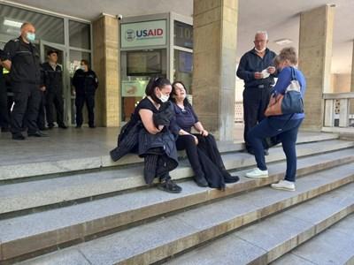 Майката на загиналия Радослав Усков в катастрофата , причинена от Иво Лудия, неистово плаче и кълне пред съда. Снимки: Авторът