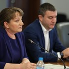 Социалният министър Деница Сачева и финансовият Владислав Горанов по време на представянето на предложенията в подкрепа на бизнеса. СНИМКА: МС