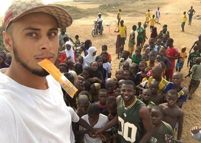 Първото му пътуване до Того променя начина, по който Али мисли. СНИМКА: Фейсбук