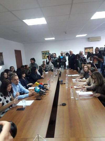 Редколегията на БНР и членовете на СЕМ седнаха на една маса вчера по обед.