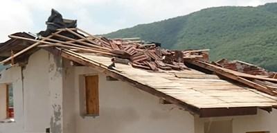 Торнадо отнесе покриви на къщи из Софийско Кадър: Нова тв
