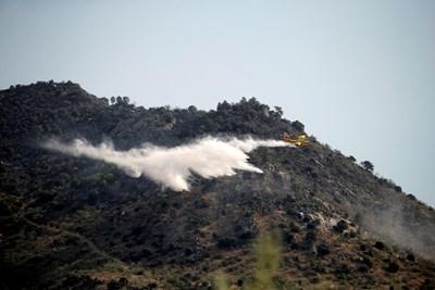 Пожар, предизвикан от взрив на мотоциклет, унищожи 800 хектара гора край Мадрид СНИМКА: РОЙТЕРС