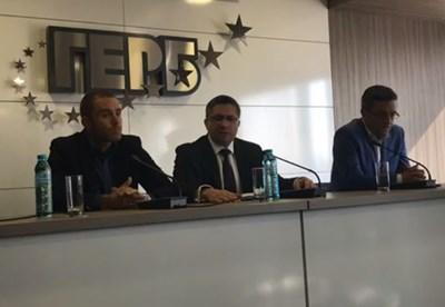 Николай Нанков (в средата) и Тома Биков (вдясно) Кадър: Фейсбук