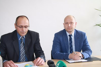 Окръжният прокурор в Смолян Тодор Деянов и началникът на РПУ Костадин Бундов разкриват подробности от убийството Снимка: Авторът