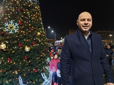"""Кметът на """"Тракия"""" Костадин Димитров организира голямо тържество."""