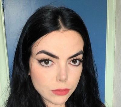 Лорън Елизабет стана хит в интернет благодарение на свое селфи, на което поразително прилича на Майкъл Джексън СНИМКА: Туитър/lorun