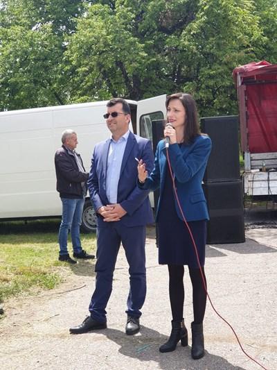 Мария Габриел говори на събора на Пиперков чифлик СНИМКИ: пресцентърът на ГЕРБ