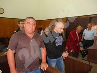 Иван Карабелов (вляво) и Божидар Атанасов бяха признати за виновни за убийството на митничаря