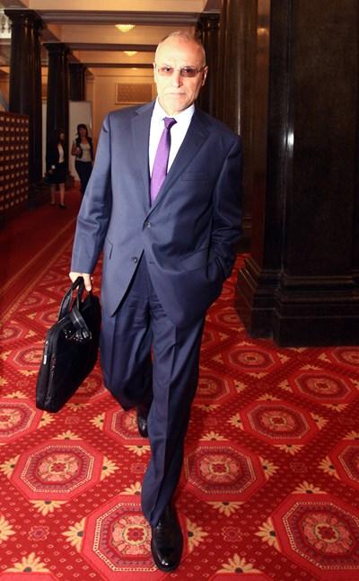 Димитър Радев бе избран от парламента за управител на БНБ на 14 юли 2015 г., а на следващия ден той пое официално поста си.