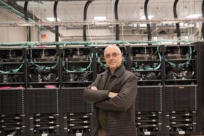 Суперкомпютърът в София може да прави  4,4 милиона милиарда  изчисления в секунда, казва ръководителят на проекта Петър Статев.   СНИМКА: Йордан Симeонов