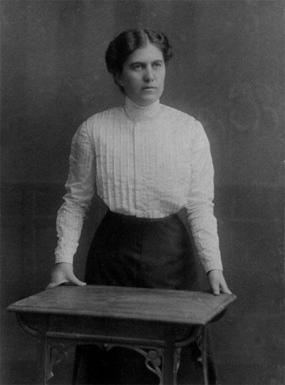 Димитрана Иванова е първата българка, страстно прегърнала политиката. Снимки: Архив на автора