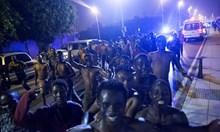 Над 200 африканци щурмуват!