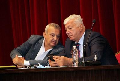 Здравко Димитров и Александър Държиков по време на дебата за транспорта.