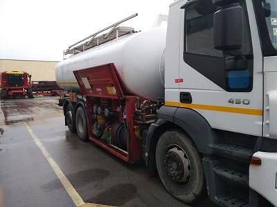 При контрабанда в полза на държавата ще се конфискуват горивата и цистерните, с които са превозвани.