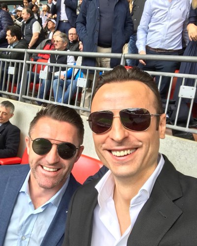 """Роби Кийн и Димитър Бербатов на трибуните на """"Уембли"""", където бяха поканени за последния мач на """"Тотнъм"""" за сезона."""