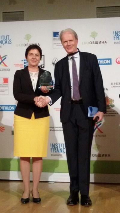 Зам.-кметът инж.Анастасия Вачева получава наградата