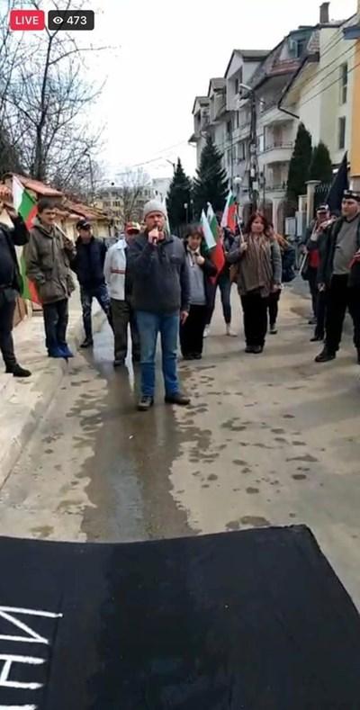 Никола Николов приложи и снимка за доказателство на поста си във фейсбук.