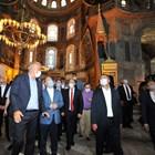 """Турски министри, сред които и министъра на туризма Мехмет Ерсой посетиха """"Света София"""" след превръщането й в джамия."""
