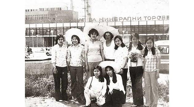 Чуждестранни студенти и соцгастарбайтери заливат НРБ. Виетнам ни връща държавен дълг с 35 000 свои работници