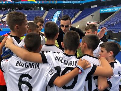 """Българската футболна звезда Димитър Бербатов надъхва играчите на """"Берое"""" за мача им срещу Франция."""
