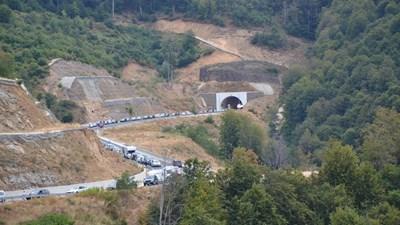 """Над 2 км опашка за влизане в България през ГКПП """"Маказа"""""""