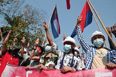 Протест в Мианмар СНИМКА: РОЙТЕРС