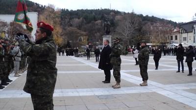 Министър Красимир Каракачанов прие строя в Благоевград. СНИМКА: Антоанета Маскръчка