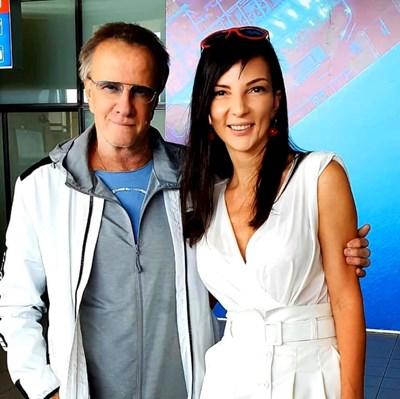 Кристоф Ламбер заедно с Жаклин Вагенщайн, която го посрещна на летището  СНИМКА: CINELIBRI