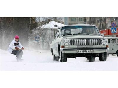 """исокопроходимият ГАЗ-24 се произвежда от 1968 до 1985 г. Съществуват така наречените КГБ модели с 5-литров V8 двигател с 200 к.с. на """"Чайка"""" с автоматична скоростна кутия."""
