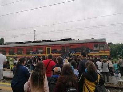Железопътното приключение на децата и техните родители започна тази сутрин в 9,07 часа от гарата в Търговище. Снимки: Личен архив