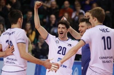 Тодор Скримов (с номер 20) ликува след поредната си точка срещу отбора на Пламен Константинов.