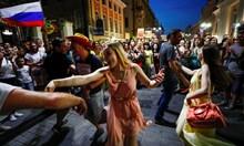 Русия стъпка клошари и протестъри, за да впечатли света света с перфектен мондиал