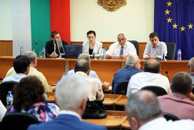 Бойко Борисов и Десислава Танева на среща с кметове от Пазарджишко Снимки: Министерски съвет