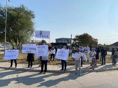 """Граждани освиркаха Румен Радев на влизане в авиобаза """"Граф Игнатиево"""" (Видео)"""