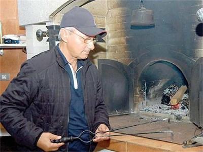 """Ахмед Доган отново ще има възможност да се наслаждава на вкусна скара. СНИМКА: """"ТРУД"""""""